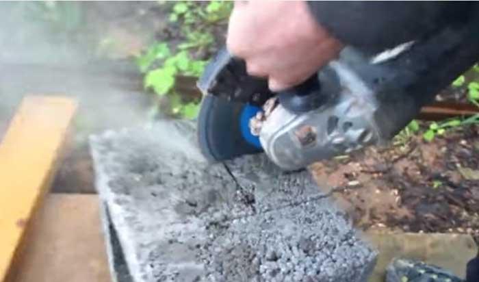 Режем блоки для дымохода, бетонный блок