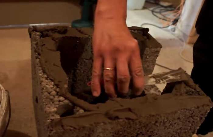 Монтаж, бетонный блок, нанесение раствора
